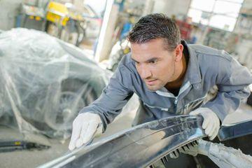 mechanic-sanding